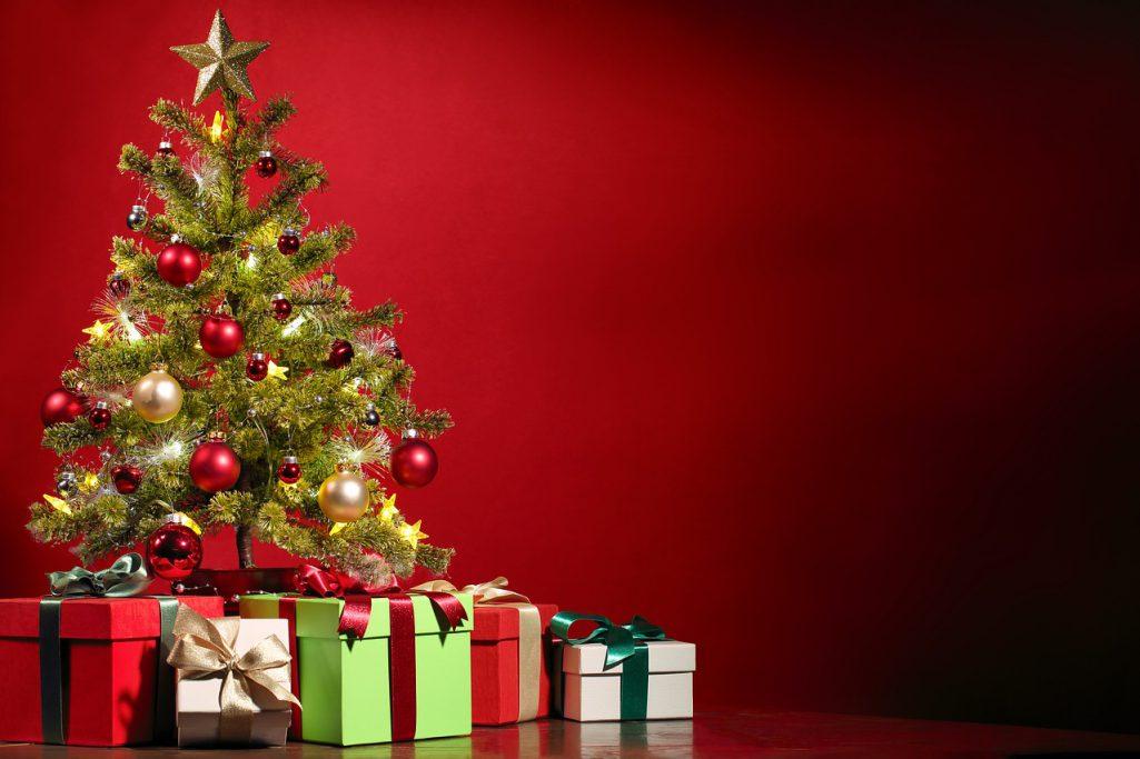 Cadeaux autour du sapin
