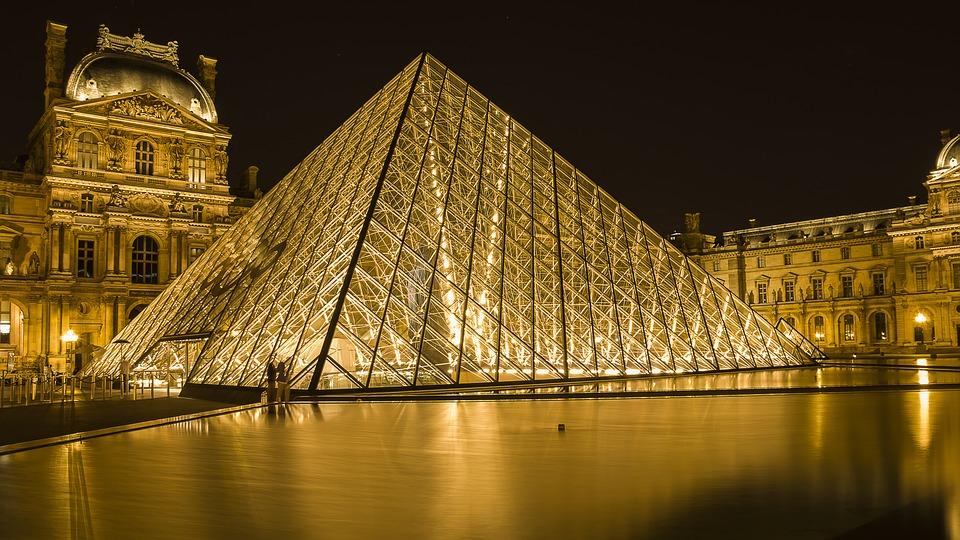 Les pyramides de verre du Louvre